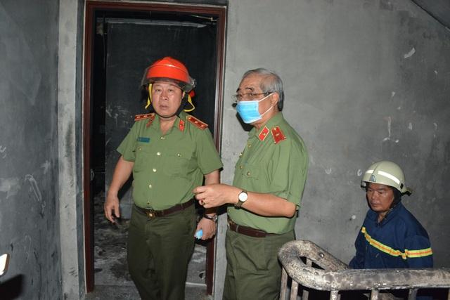 Trung tướng Bùi Văn Thành – Thứ trưởng Bộ Công an kiểm tra tại tầng hầm chung cư sau vụ cháy