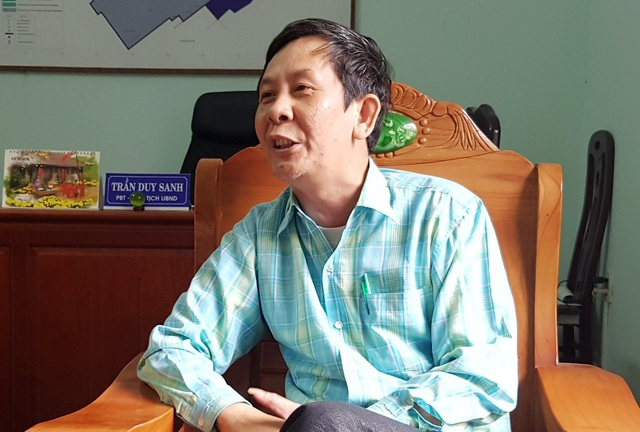 Ông Trần Duy Sanh, Chủ tịch UBND phường Thuận Thành trả lời báo chí