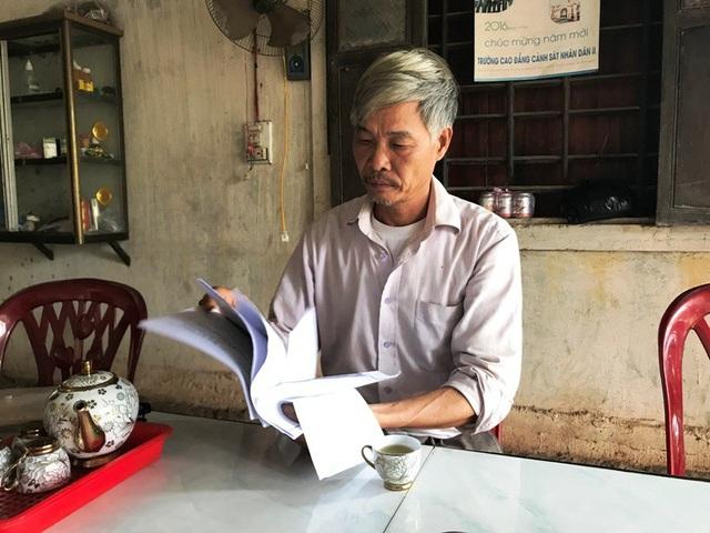 Ông Dương Đăng Thuấn trình bày sự việc với phóng viên