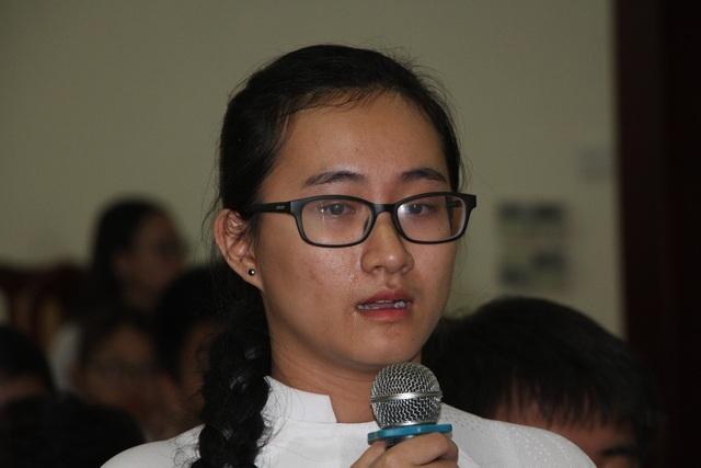Em Phạm Song Toàn chảy nước mắt khi nói về cô C. dạy Toán trong buổi đối thoại với lãnh đạo Sở GD-ĐT TPHCM