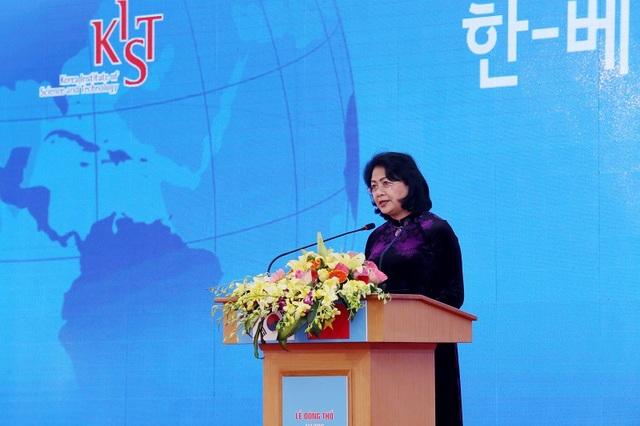 Phó chủ tịch nước Đặng Thị Ngọc Thịnh phát biểu tại buổi lễ.