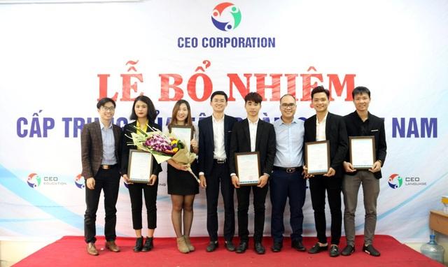Các học viên Business One 2016 nhận quyết định bổ nhiệm tại Doanh nghiệp.