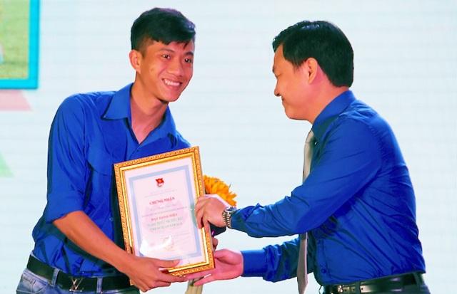 Hai tuyển thủ U23 Việt Nam được vinh danh thanh niên tiêu biểu Nghệ An - 4