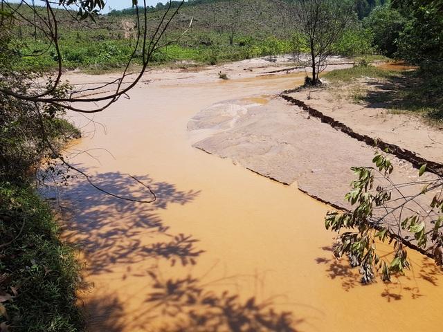 Khu vực đầu nguồn thuộc sông Bồng Miêu bị ô nhiễm nặng nề từ việc khai thác khoáng sản trái phép