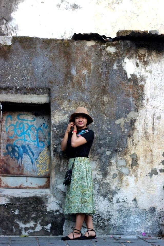 Nhiều người còn ví nó giống như những bức tường trong tranh sơn dầu mà họa sỹ Bùi Xuân Phái thường phác họa về phố cổ Hà Nội