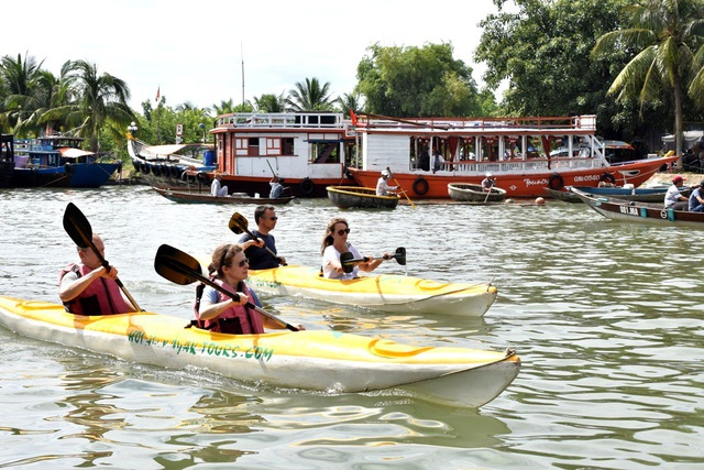 Sông Hoài là nơi du khách không thể bỏ lỡ khi đến Hội An