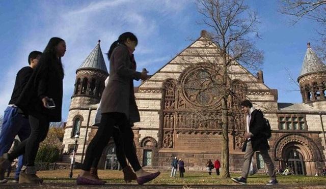 Sinh viên quốc tế giảm mạnh, nhiều trường đại học Mỹ thất thu - 1