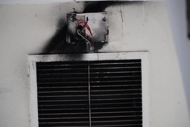 """Ám ảnh những """"dấu vết"""" bên trong chung cư cháy khiến 13 người chết - 11"""