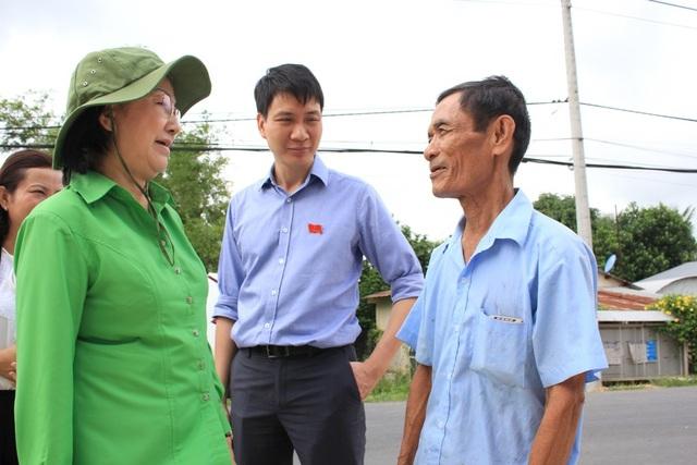 Phó Chủ tịch tịch HĐND TPHCM Trương Thị Ánh trong một lần đi giám sát tình hình cấp nước sạch tại huyện Củ Chi