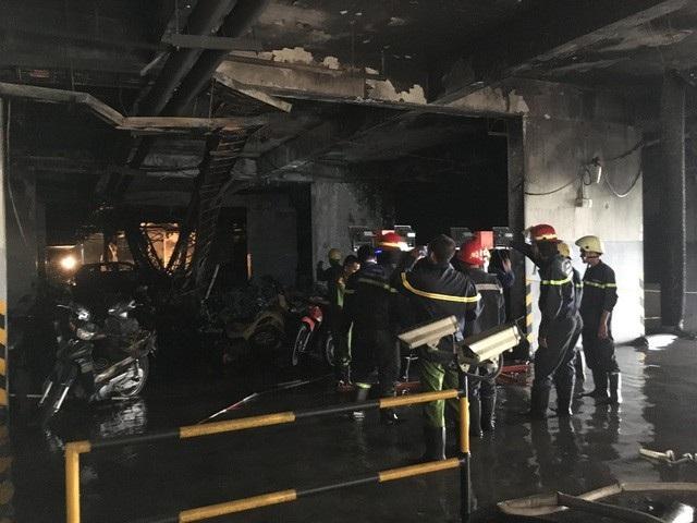 Vụ cháy chung cư Carina Plaza: Ai đền bù hàng trăm ô tô, xe máy bị thiêu rụi? - 1
