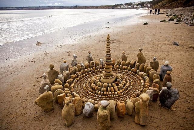 Tĩnh lại để chiêm ngưỡng những vòng tròn đá cuội tĩnh lặng - 2