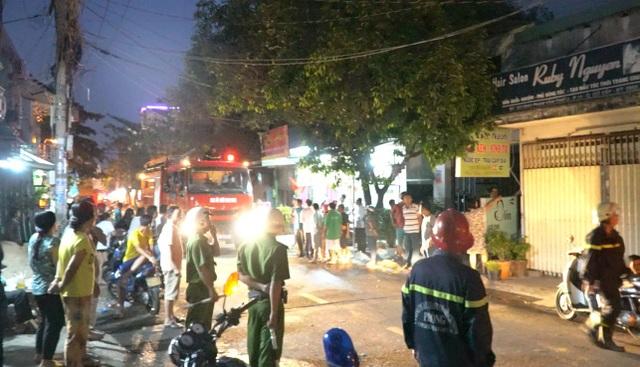 Cảnh sát PCCC quận Gò Vấp đã điều 4 xe để chữa cháy