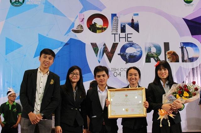 Hồng cùng các bạn nhận giải khuyến khích cuộc thi JOIN THE WORLD – cuộc thi tiếng Anh các cụm trường Đại học, cao đẳng địa bàn tỉnh Lâm Đồng – 2015