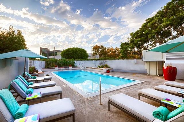 Bạn sẽ thích mê với hình ảnh hồ bơi ở khách sạn Sofitel Los Angeles tại Beverly Hills, Mỹ