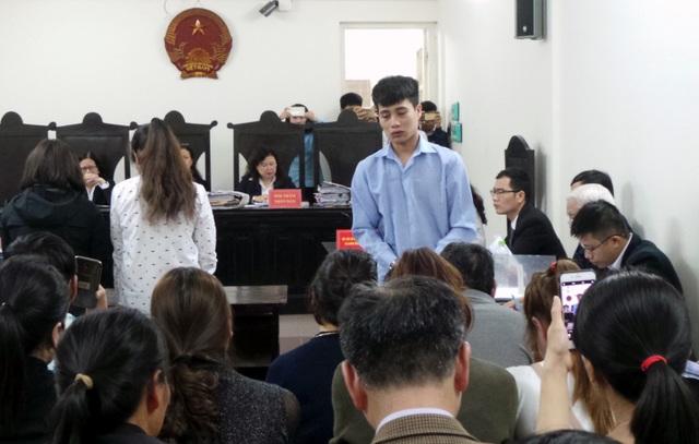 Thợ hàn Hoàng Văn Tuấn khóc, xin lỗi gia đình các nạn nhân.