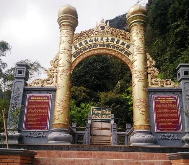 Sau khi báo Dân trí phản ánh về công trình khủng trái phép ở Tràng An, tỉnh Ninh Bình yêu cầu công ty CP Du lịch Tràng An đóng cửa, dừng đóng khách tại đường lên núi Cái Hạ nhiều ngày qua.