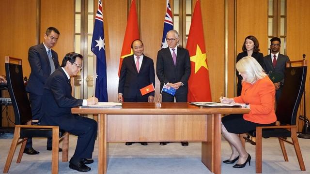 Lễ ký Bản ghi nhớ về Hợp tác trong lĩnh vực giáo dục nghề nghiệp giữa hai Bộ, trước sự chứng kiến của Thủ tướng hai nước.