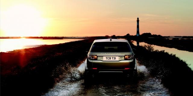 Tích hợp công nghệ Phản ứng địa hình cùng Hệ thống kiểm soát đa địa hình, Land Rover Discovery Sport là bậc thầy của đường off-road.