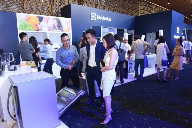 Đông đảo khách mời hào hứng tham gia trải nghiệm các tính năng hiện đại của ba nhóm sản phẩm chiến lược vừa ra mắt từ thương hiệu Electrolux
