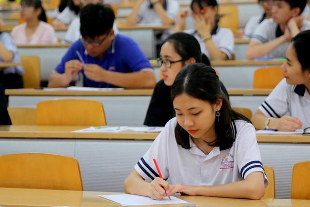 Hơn 3.500 học sinh có 90 phút làm bài thi.
