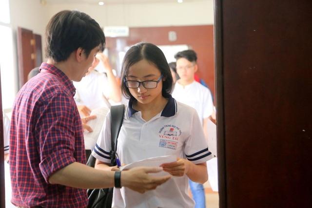 Từ 13g15 ngày 25/3, các thí sinh bắt đầu làm thủ tục bước vào thi thử kỳ kiểm tra đánh giá năng lực do trường ĐH Quốc tế TPHCM tổ chức