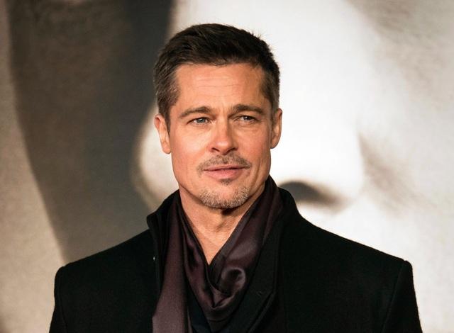 Brad Pitt cũng đang hò hẹn với những người phụ nữ làm việc ngoài làng giải trí sau gần 2 năm chia tay Angelina Jolie.