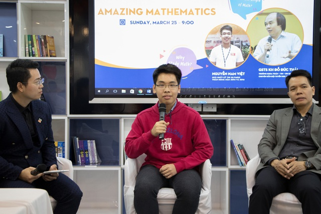 Nguyễn Nam Việt say sưa chia sẻ về niềm đam mê toán học cũng như kinh nghiệm học tiếng Anh hiệu quả.