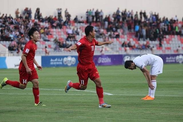 Anh Đức ăn mừng bàn thắng mở tỷ số vào lưới Jordan - Ảnh: N.Đ