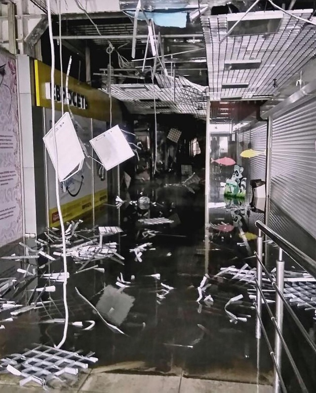 Vụ cháy gây thiệt hại lớn về người và vật chất cho trung tâm thương mại Winter Cherry - khu phức hợp gồm nhiều dịch vụ như rạp chiếu phim, khu mua sắm, khu vui chơi,… Trần nhà và sàn nhà cũng bị sập một phần sau vụ hỏa hoạn. (Nguồn: Siberian Times)