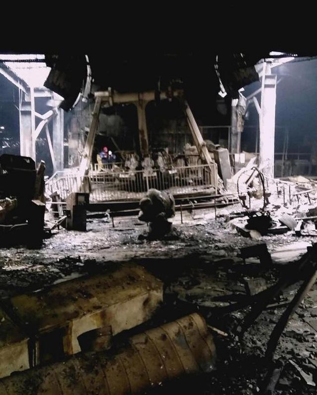 Nhiều nhân chứng cho biết lửa bắt đầu cháy từ khu vực vui chơi ở tầng 4, sau đó lan ra các khu vực khác. Tuy nhiên hiện chưa có kết luận chính thức về nguyên nhân dẫn tới vụ hỏa hoạn này. (Nguồn: Siberian Times)