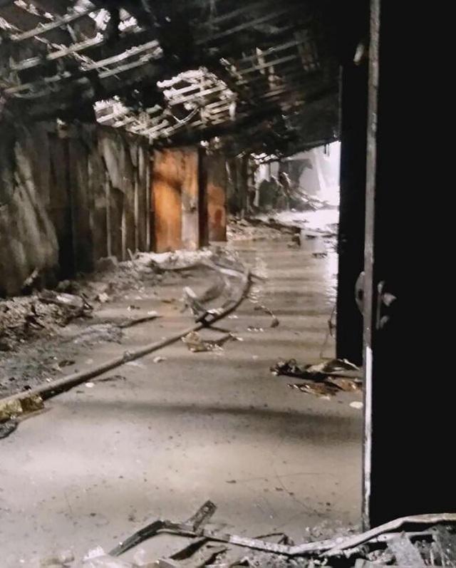 Các nhân chứng cho biết hệ thống chuông báo cháy bên trong trung tâm thương mại cũng không hoạt động khi lửa bốc lên. Một số nguồn tin nói rằng một nhân viên bảo vệ của tòa nhà bị nghi đã tắt hệ thống báo cháy khẩn cấp. (Ảnh: Siberian Times)