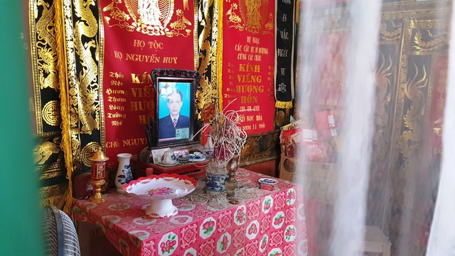 Anh Hòa đã bị ông Hồng hàng xóm giết chết, tòa tuyên phạt 13 năm tù, song chưa chấp hành được bao lâu thì ông được cho ra ngoài vì lý do điều trị bệnh thận giai đoạn cuối đang khiến dư luận bức xúc.