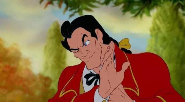 """Anh chàng huênh hoang tự phụ Gaston của """"Người đẹp và quái vật"""" cũng có móng tay."""