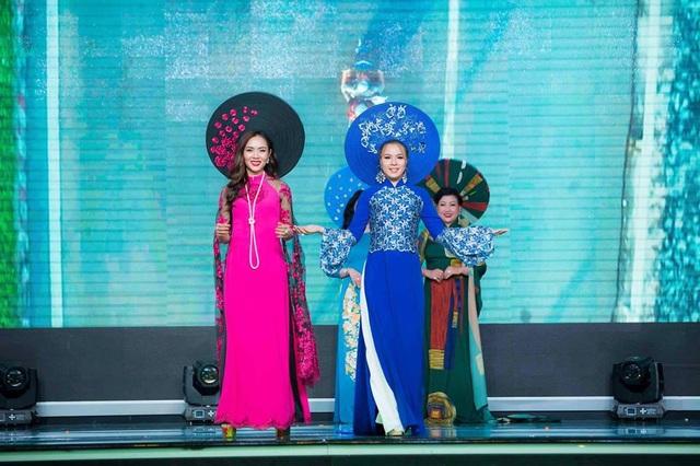 """Mãn nhãn với BST áo dài """"Vạt nắng"""" của Nữ hoàng Hoa hồng Bùi Thị Thanh Hương - 6"""