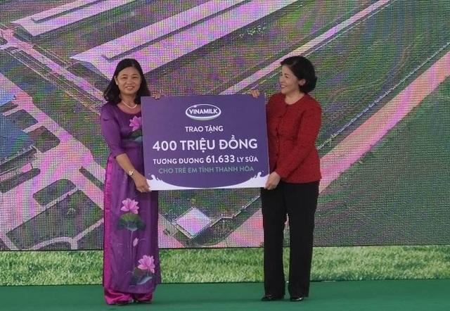 Quỹ sữa Vươn cao Việt Nam do Vinamilk đồng hành cùng Quỹ bảo trợ trẻ em Việt Nam thuộc Bộ Lao động Thương binh và Xã hội đã trao tặng cho trẻ em nghèo, có hoàn cảnh khó khăn của tỉnh Thanh Hóa 400 triệu đồng