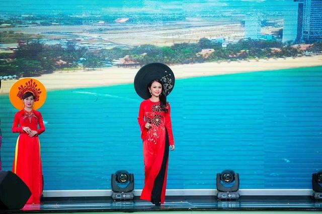 """Mãn nhãn với BST áo dài """"Vạt nắng"""" của Nữ hoàng Hoa hồng Bùi Thị Thanh Hương - 7"""