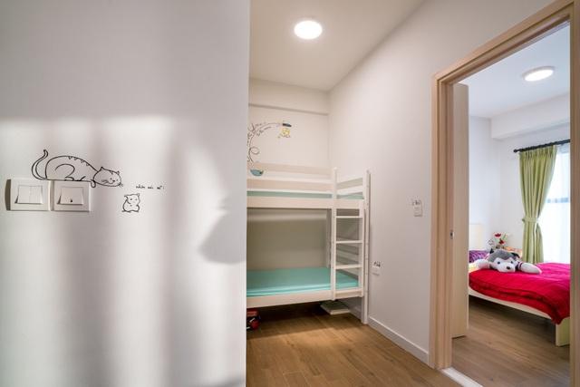 Giường tầng được tặng khi nhận nhà rất hữu dụng khi gia chủ có khách tới thăm