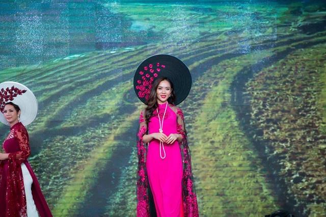 """Mãn nhãn với BST áo dài """"Vạt nắng"""" của Nữ hoàng Hoa hồng Bùi Thị Thanh Hương - 8"""