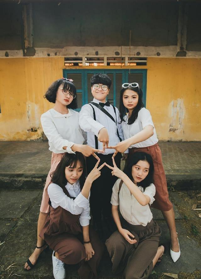 Bộ ảnh sau khi được chia sẻ đã nhanh chóng nhận được sự quan tâm rất lớn. Ý tưởng sáng tạo cùng khả năng diễn xuất hồn nhiên, tươi trẻ của các cô cậu học trò lớp 12 đã tái hiện được phần nào khung cảnh của Sài Gòn.