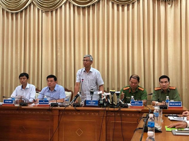 Ông Võ Văn Hoan chủ trì buổi họp báo