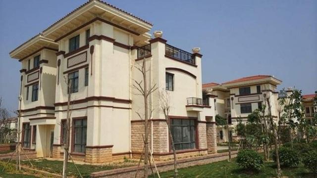 Một trong hàng trăm căn biệt thự được tỷ phú Chen bỏ tiền túi ra xây cho dân làng ở. (Nguồn: Oeeee.com)