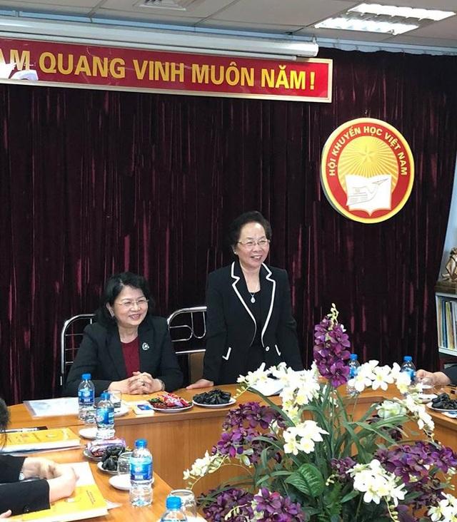 Chủ tịch Hội Khuyến học Việt Nam GS.TS Nguyễn Thị Doan phát biểu tại buổi làm việc.