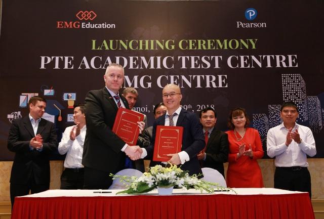 Ký kết biên bản ghi nhớ hợp tác giữa EMG Education Việt Nam và Pearson Anh quốc.