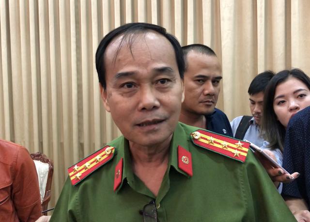 Đại tá Nguyễn Minh Thông chia sẻ thông tin với báo chí
