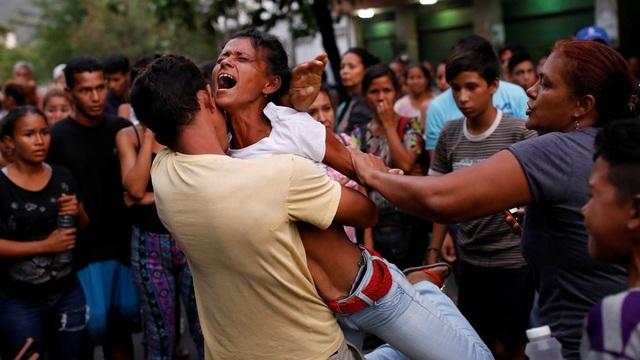 Ít nhất 68 người thiệt mạng trong vụ bạo loạn kéo theo hỏa hoạn ở khu trại giam tại thành phố Valencia của Venezuela. (Ảnh: Reuters)