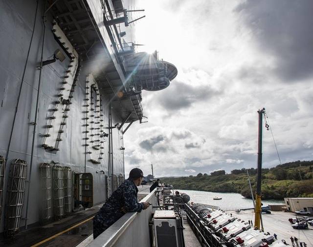 Ngày 31/1, tàu USS Carl Vinson đã tới thăm căn cứ quân sự trên đảo Guam.