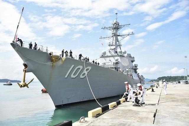 Ngày 21/2, tàu USS Wayne E. Meyer đã tới thăm căn cứ Kota Kinabalu, Malaysia.