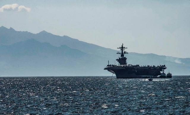 Ngày 16/2, tàu USS Carl Vinson cùng với tàu USS Wayne E Meyer đã cập cảng Manila, Philippines. Khoảng 5.500 thủy thủ đã tham gia chuyến thăm lần này.