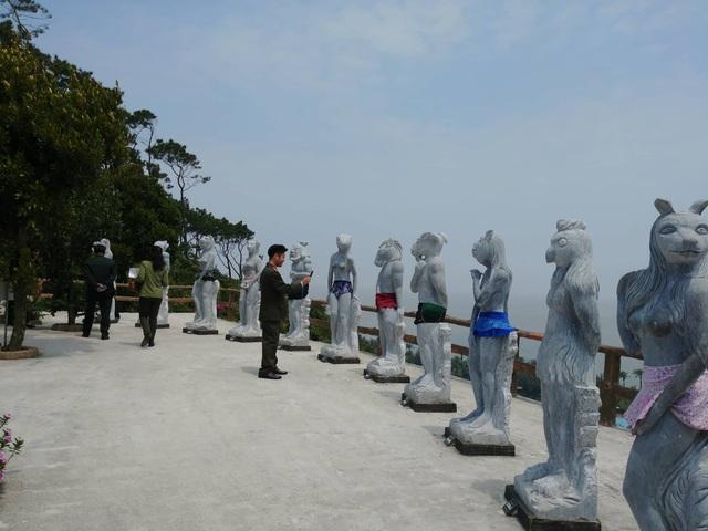 Dư luận cho rằng kiểu thay đổi các kiểu che chắn cho các bức tượng khỏa thân là chiêu PR của doanh nghiệp