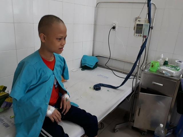 Cháu Thông đang điều trị tại Bệnh viện Phụ sản - Nhi Đà Nẵng